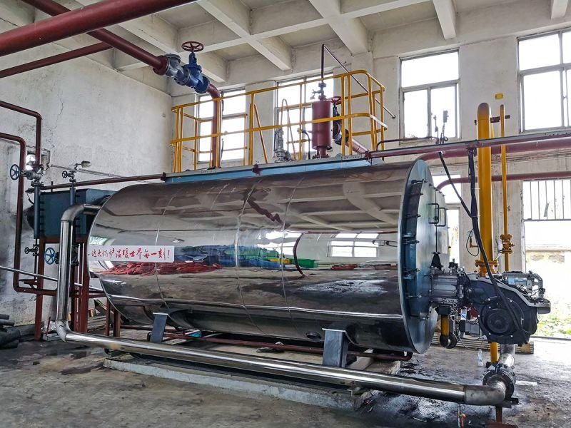 燃气真空热水锅炉属于换热器内置结构,锅炉运行稳定,智能化程度高,热